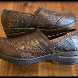 WOMENS 9.5 SHOES mules EASY STREET brown CLOGS